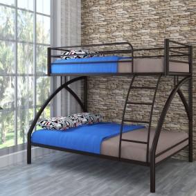 Двухъярусная кровать на стальном каркасе