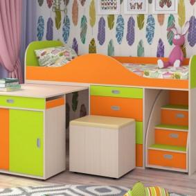 Выдвижной стол в кровати для ребенка