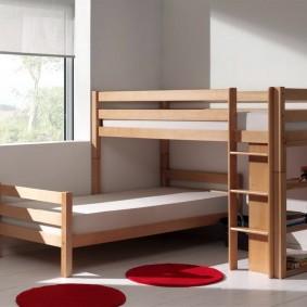 Угловая двухъярусная кровать для двоих детей