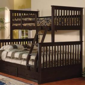 Деревянная кровать для детей разного возраста