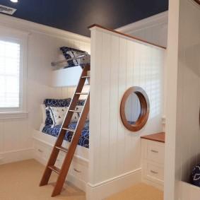 Небольшая детская комната в морском стиле