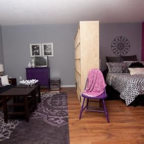 Разделение комнаты на зоны с помощью стеллажа