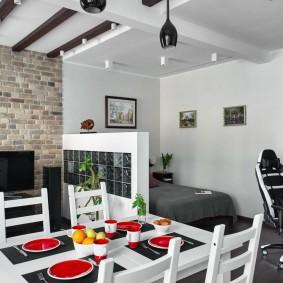Сервировка стола в однокомнатной квартире