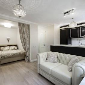 Кровать в нише стены кухни-гостиной