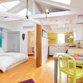 Спальня-гостиная в загородном доме