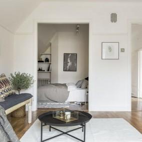 Прямоугольный проем в стене между спальней и гостиной