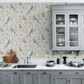 Подвесной шкаф с кухонной посудой