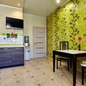 Зеленые обои в современной кухне