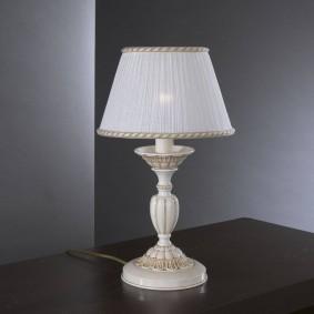 Настольная лампа на керамическом основании