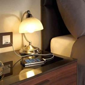 Мягкое освещение прикроватной зоны в спальне