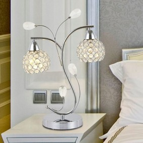 Настольный светильник с двумя плафонами