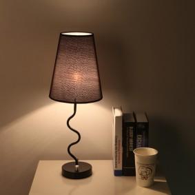 Прикроватная тумба с настольной лампой