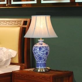 Керамический светильник с росписью на корпусе