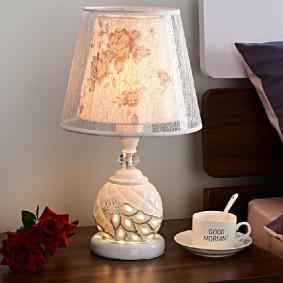Настольная лампа с двойным абажуром