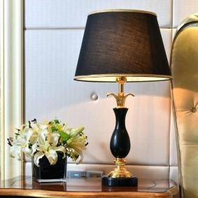 Изящная лампа для спальной комнаты