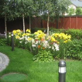 Садовые фонарики на дачном участке