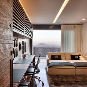 Раскладной диван в зале вытянутой формы