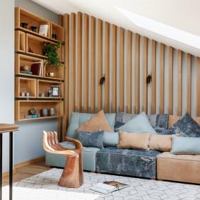 Модульный диван в мансарде частного дома