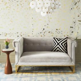 Стильный диванчик на золотистом каркасе