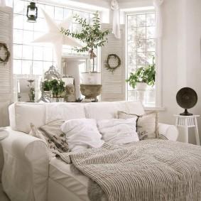 Удобный диван в разложенном состоянии
