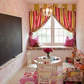 Грифельная доска на стене детской комнаты