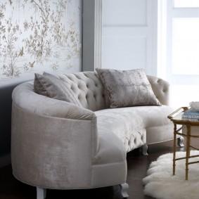 Белый коврик из искусственного меха