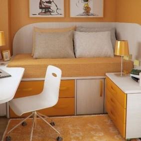 Диван-кровать в детской комнате