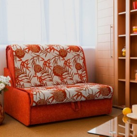Кресло-кровать с яркой обивкой