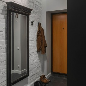 Декор стен коридора искусственным камнем