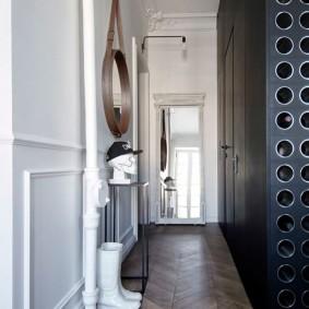 Узкий коридор в стиле ретро