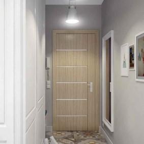 Бежевая дверь в конце коридора