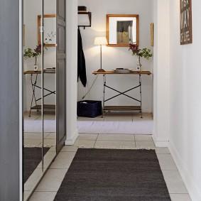Длинный коридор в квартире старой планировки
