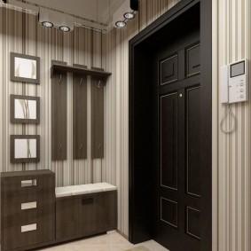 Компактная мебель в маленьком коридоре
