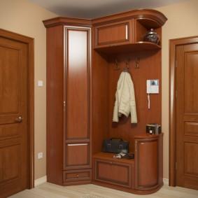 Угловой шкаф с распашной дверкой