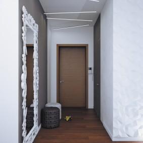Узкий коридор в трехкомнатной квартире