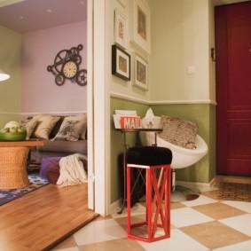 Оригинальный стульчик с красным каркасом
