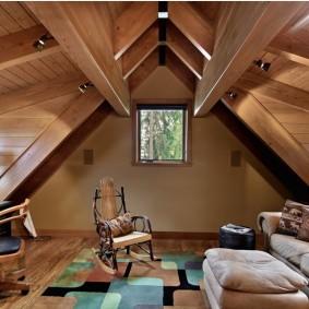 Домашний кабинет в мансардном помещении