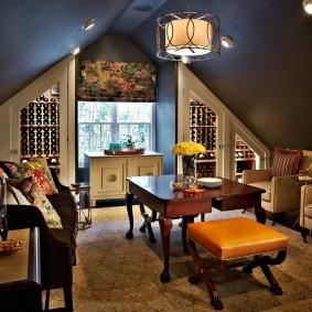 Стильная гостиная на чердаке с отоплением