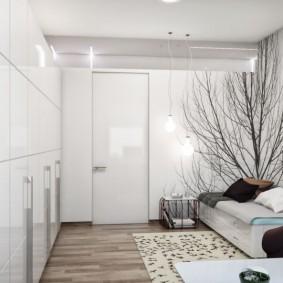 Белые стены в гостином помещении
