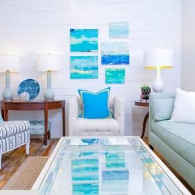 Голубые акценты в белой комнате