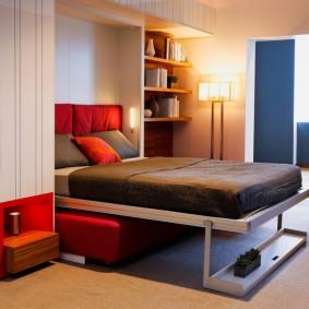 Откидная кровать-диван в современной квартире