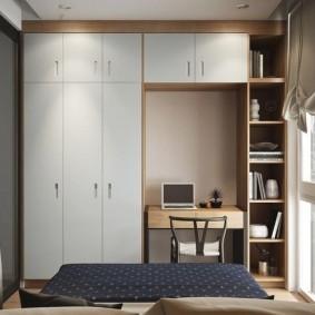 Встроенный шкаф с антресолью для хранения вещей