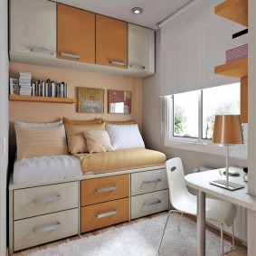 Маленькая комната для девочки школьного возраста