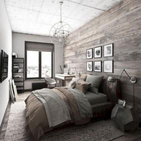 Светлая спальня в доме мужчины