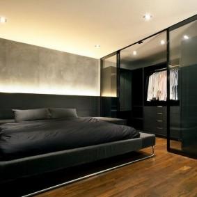 Отдельный гардероб в мужской спальне