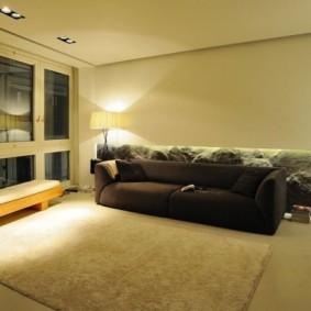 Гостиная комната с низким потолком