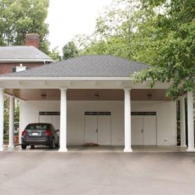 Капитальный навес перед гаражными воротами