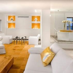 Белая мебель в интерьере зала современного стиля