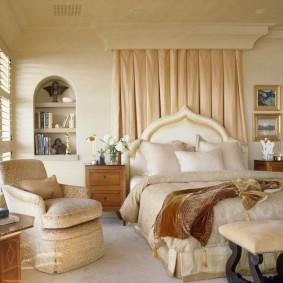 Шикарная кровать с куполообразным изголовьем