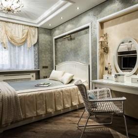 Классическая спальня с красивой мебелью